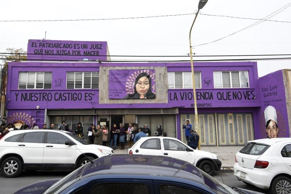 Prioridades: Alcalde de Saltillo sanciona a mujer por mural de feminicidios que se pintó en su casa
