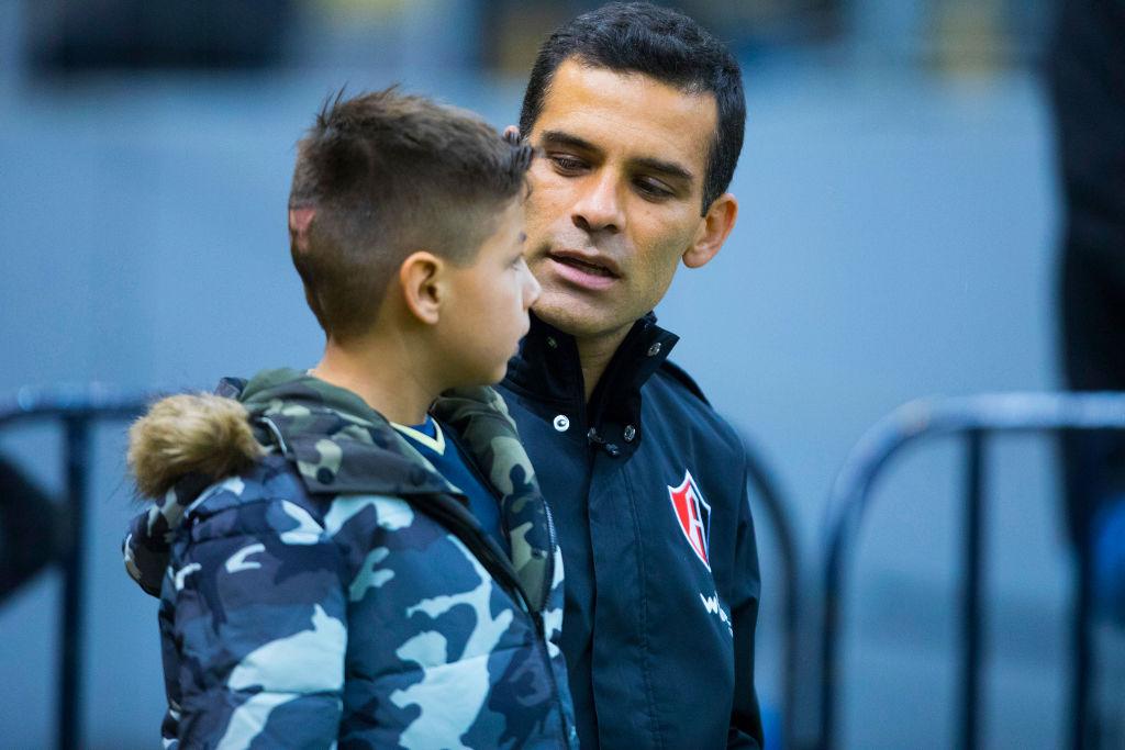 ¡Aprende Premier League! Niños salen con jugadores en la Liga MX sin pagar ni un peso