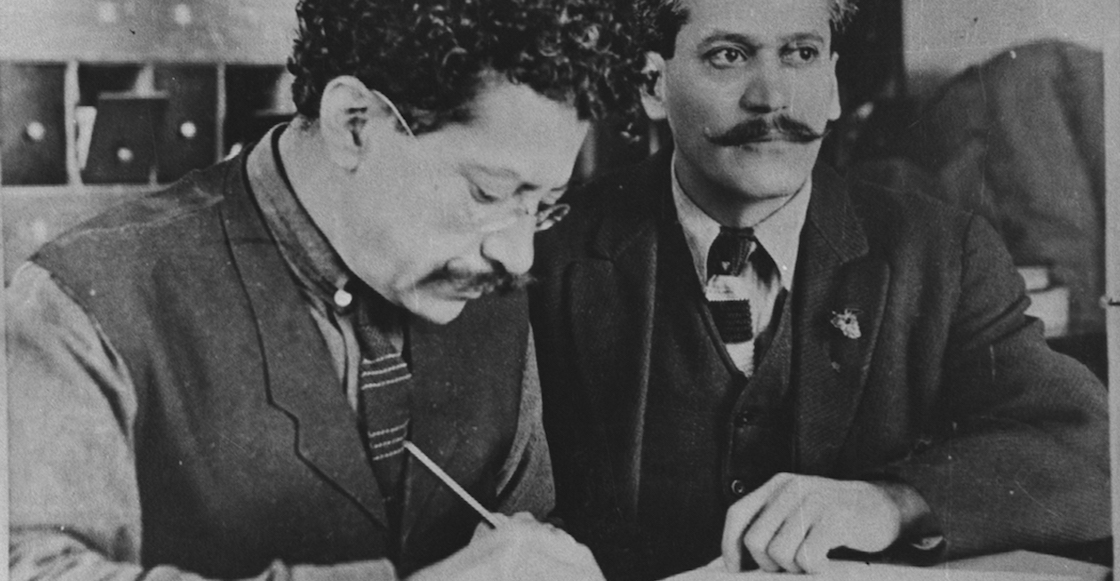 perfecto-arvizu-hombre-constitucion-escribir-a-mano-pluma-tinta-china-oro-1917-destacada