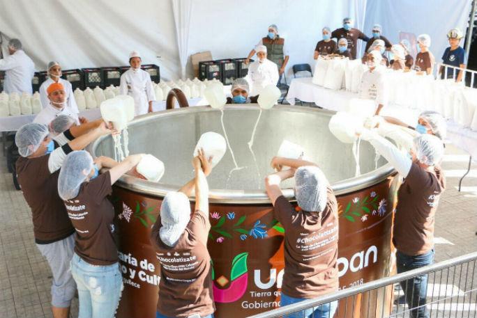 taza-chocolate-caliente-mas-grande-mundo-michoacan