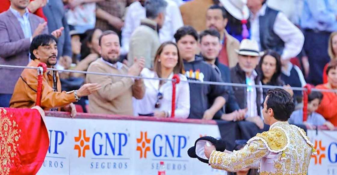 victor-flores-dinero-billetes-fajo-corrida-toros-lider-sindical-ferrocarriles