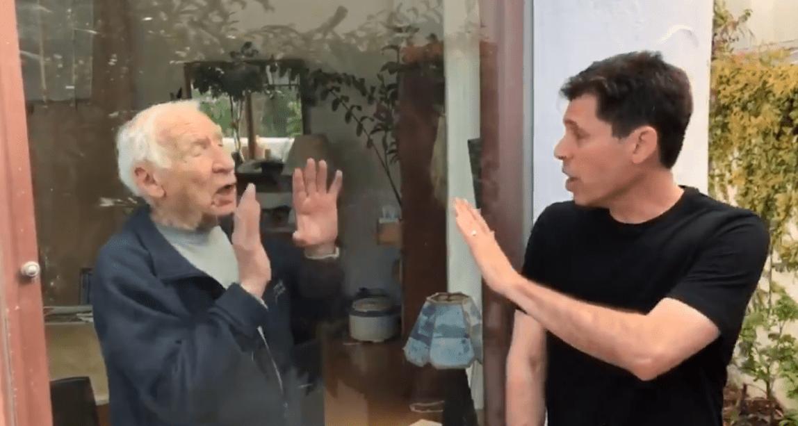 El divertido video de Mel Brooks y su hijo para que hagas conciencia sobre el coronavirus