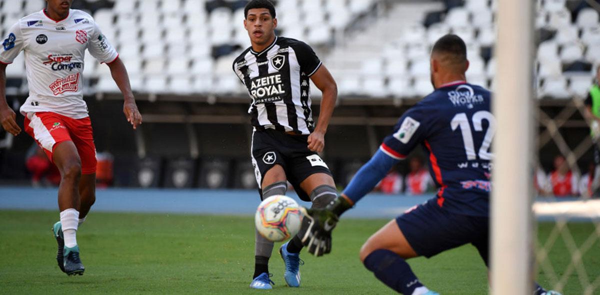 """Vaya bromita: Futbolista del Botafogo amarró a mujeres para promover el """"Quédate en casa"""""""