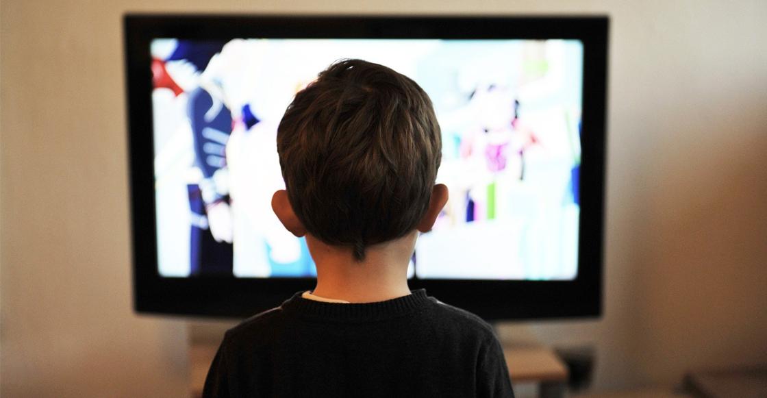 niño-viendo-tv-casa-SEP