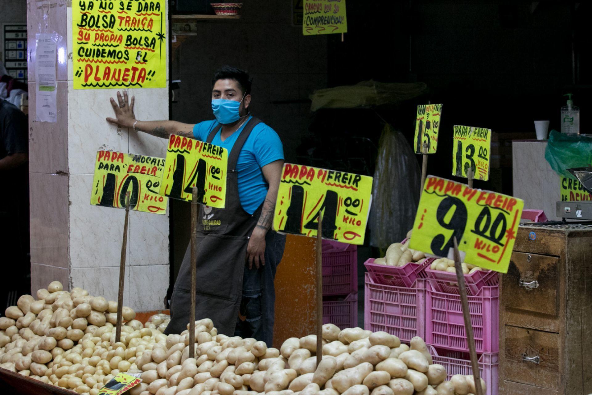 Fe en la humanidad: Varias personas están repartiendo dinero a vendedores ambulantes para ayudarlos ante el COVID-19