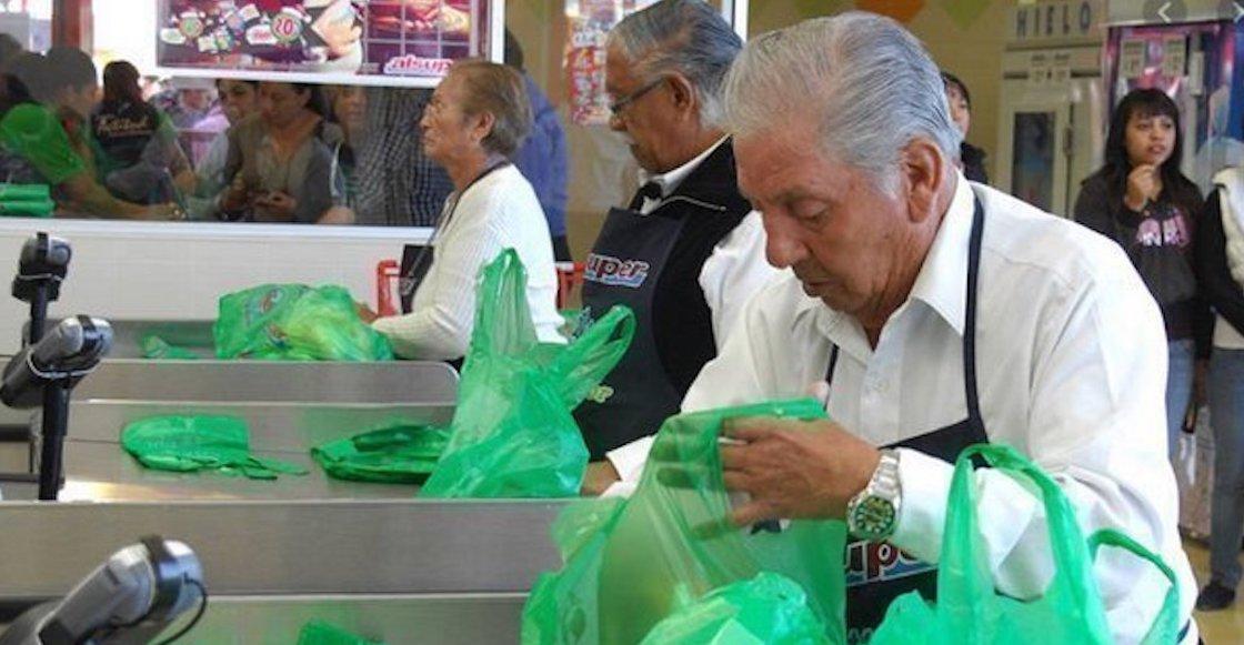 Así es como varios autoservicios ayudarán a abuelitos empacadores (y cómo puedes apoyar)