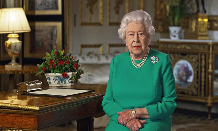 Reina Isabel II dirige mensaje de unidad para enfrentar al coronavirus y agradece a médicos