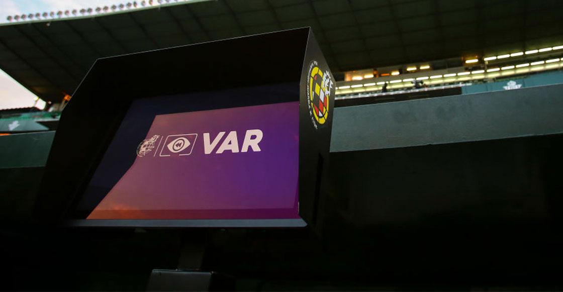 VAR, penales, manos y sanciones: Estas son las nuevas reglas del futbol