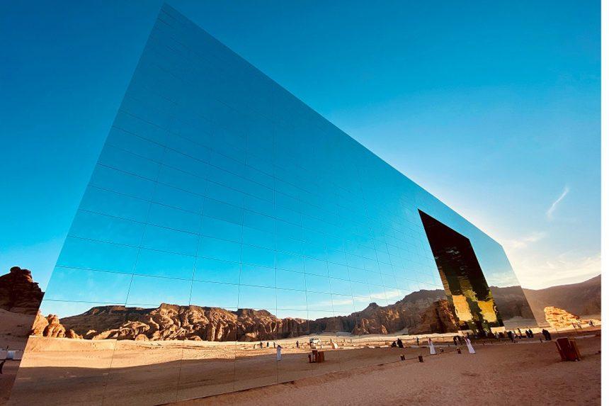 Así es el 'Maraya Concert Hall' ganador de Guinness al edificio de espejos más grande