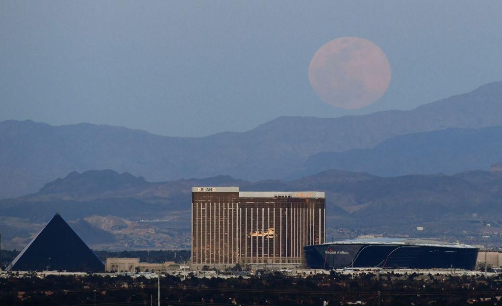 Super Luna rosa en Las Vegas
