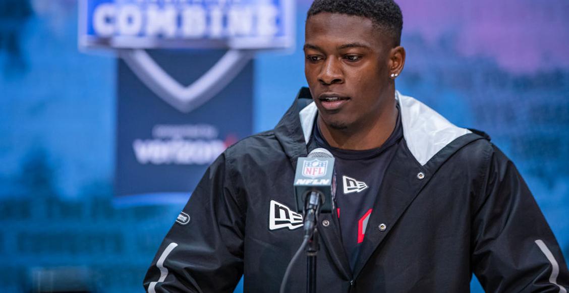 Bengals firmaron a Akeem Davis-Gaither, el 'pequeño' linebacker que destacó por ser 'un rayo'
