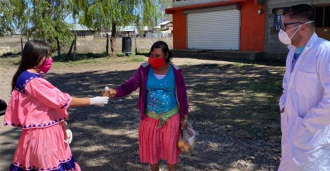 Estudiantes tarahumaras hacen gel antibacterial a base de hierbas