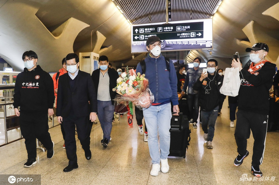 Jugadores del Wuhan Zall regresan a la ciudad donde inició el coronavirus 3 meses después