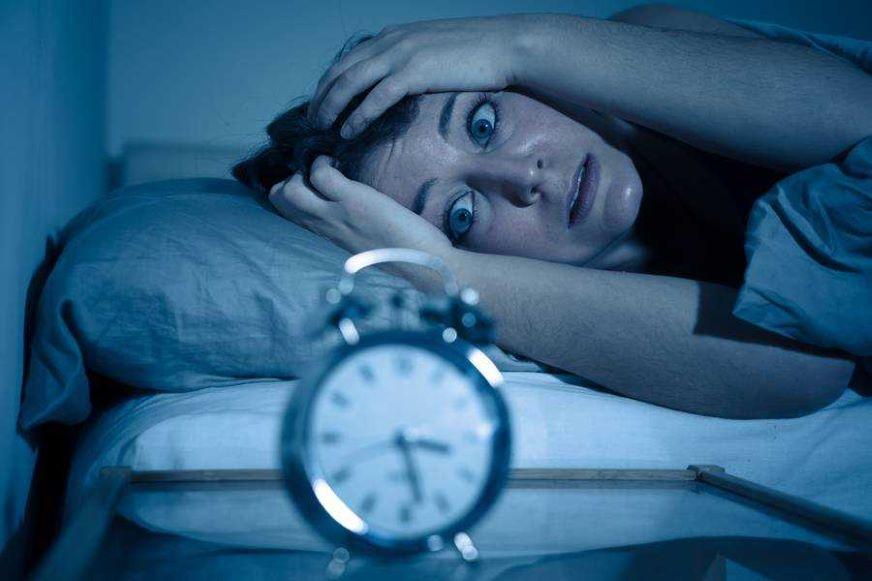 La razón por la que sufres trastornos del sueño durante el confinamiento