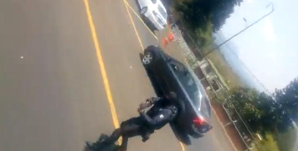 Policía de Michoacán dispara a normalistas