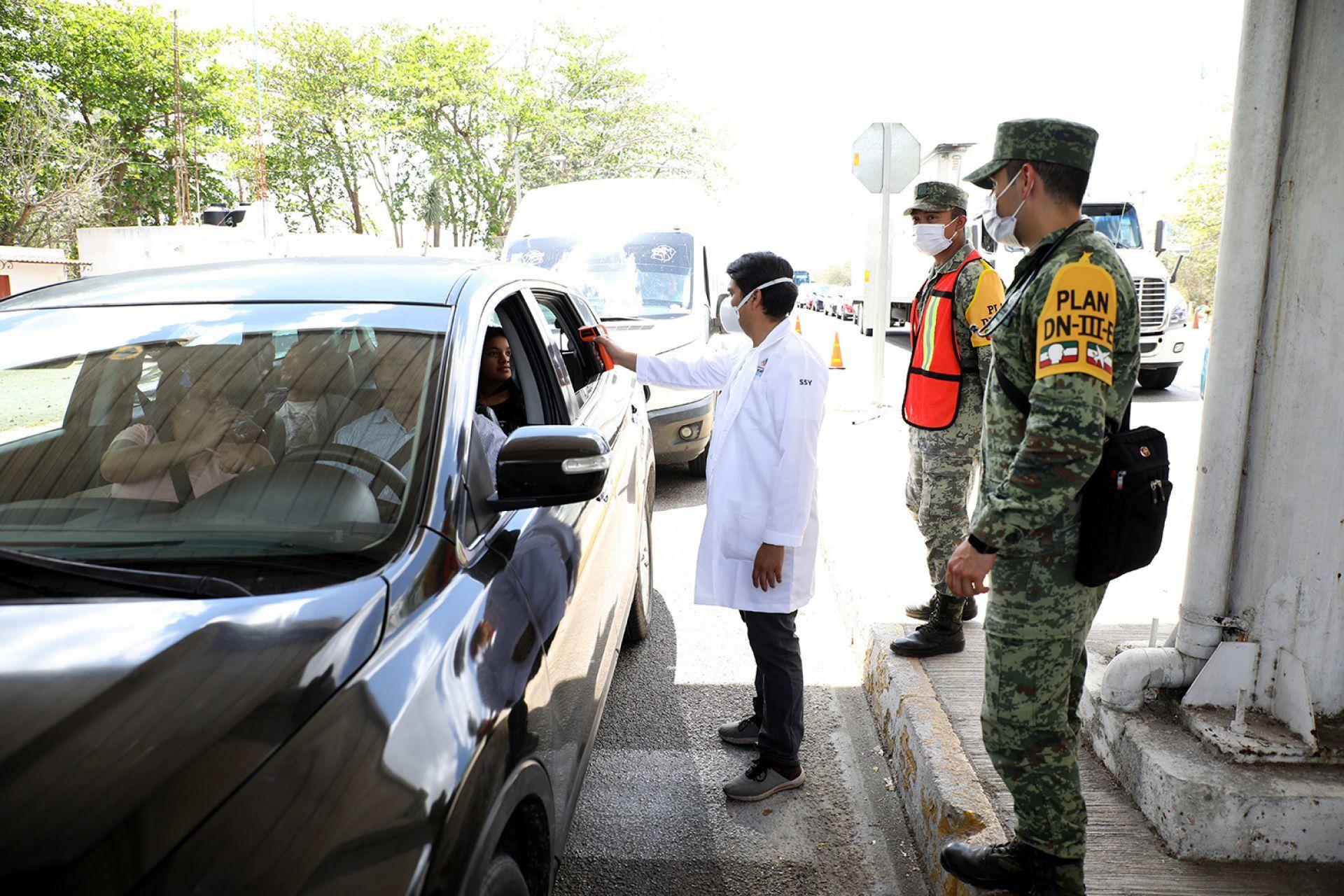Ahora hasta las autoridades: Policías golpean a médico que atiende a pacientes con coronavirus