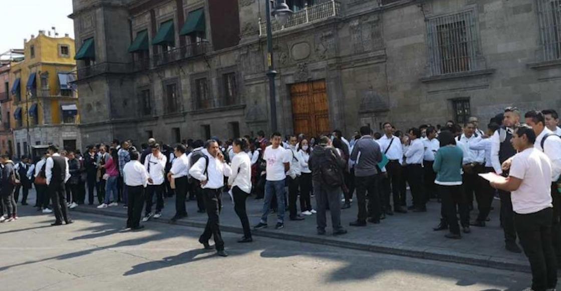 protesta-meseros-coronavirus-amlo-palacio-nacional