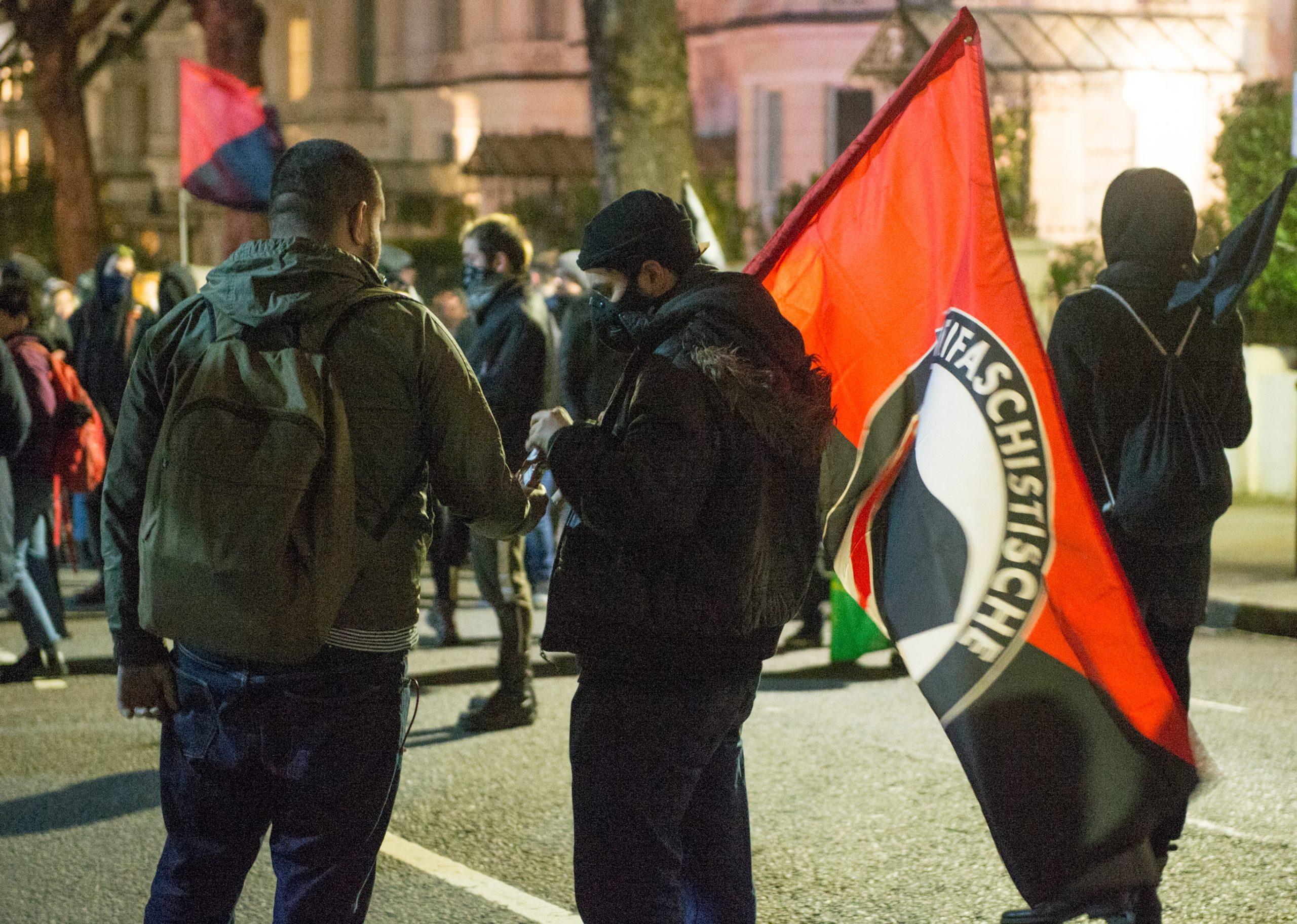 ¿Qué es ANTIFA, el grupo al que Donald Trump quiere designar como terrorista por las protestas en EU?