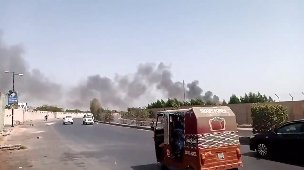 Avión de PIA se estrella en Karachi, Pakistan