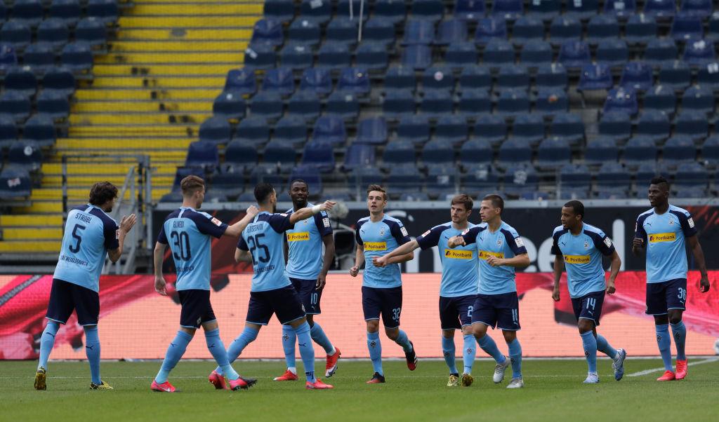 ¿Y la distancia? El polémico festejo del gol del Borussia Monchengladbach