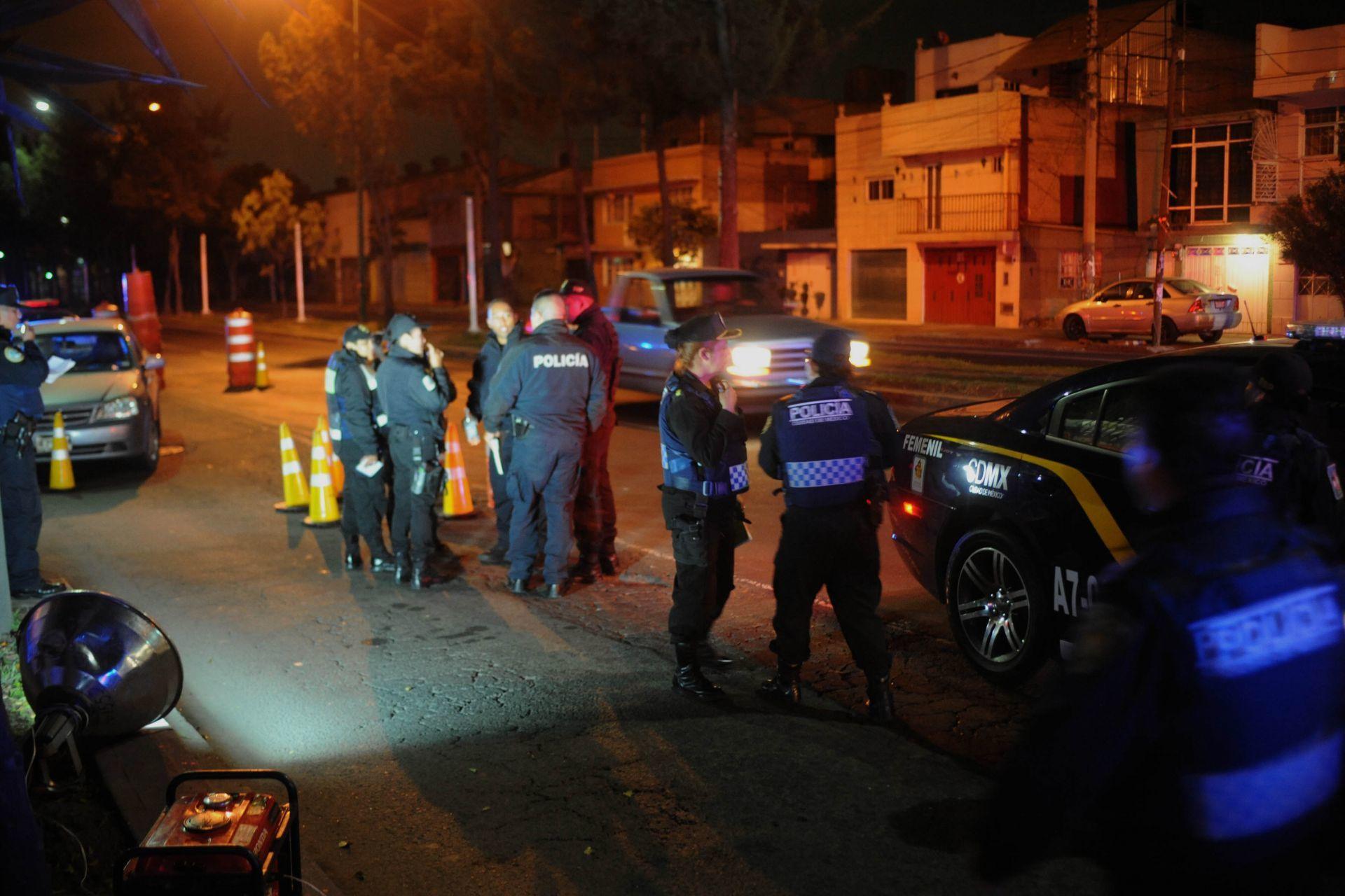 Atan con cinta a integrantes de una familia en Xochimilco para robar su casa
