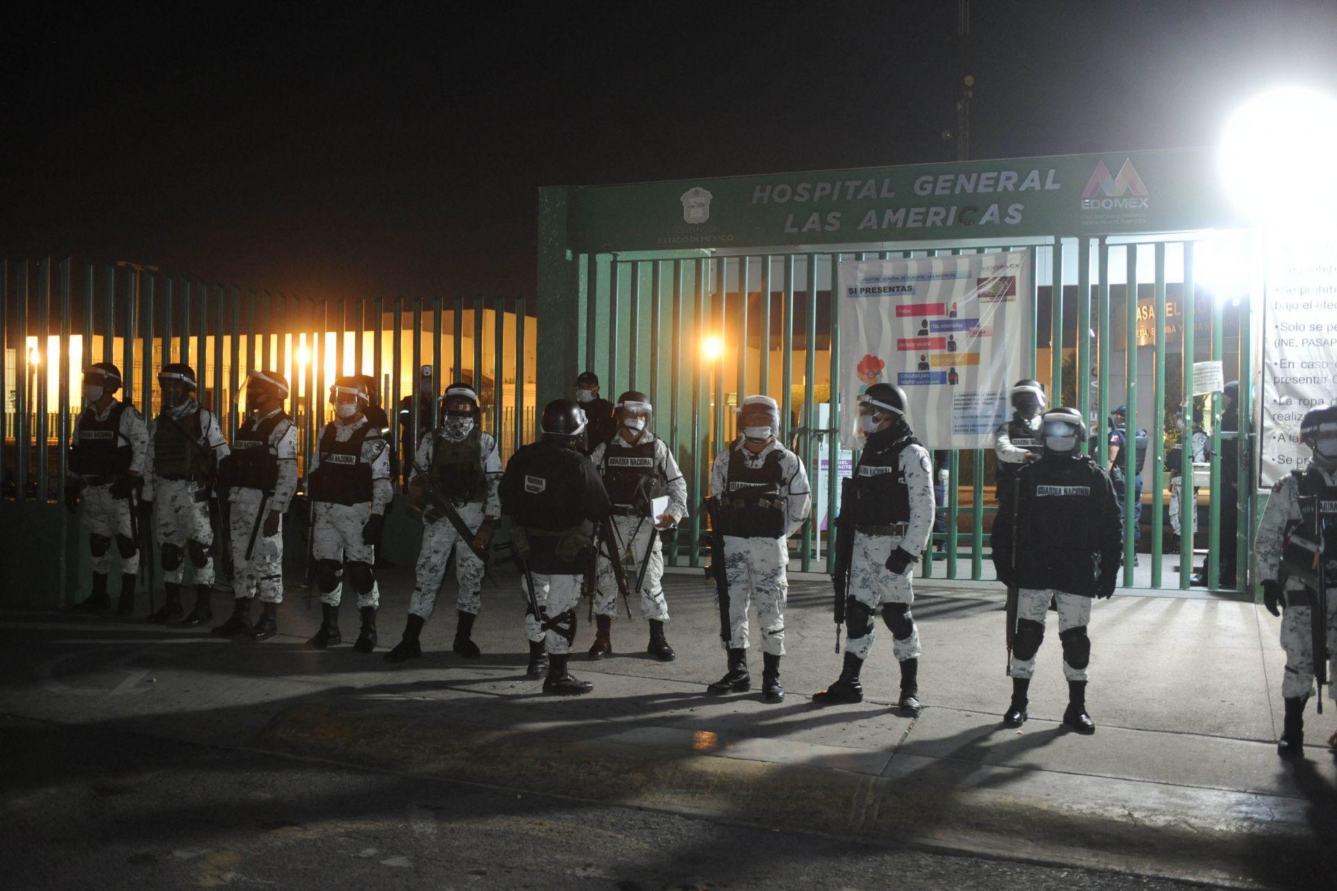 Familiares de pacientes del Hospital Las Américas en Ecatepec cerraron Avenida Central