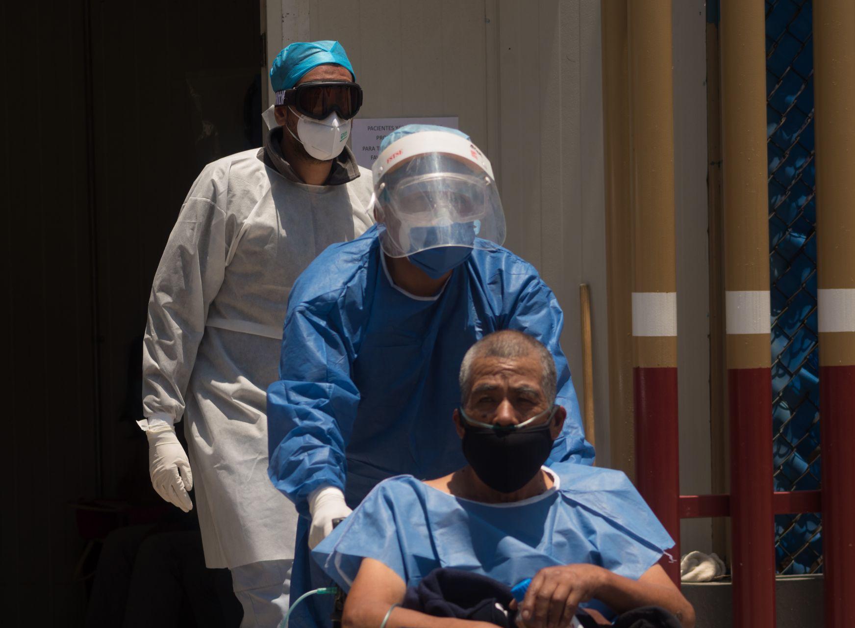 Fingen ser trabajadores de la salud para robar a adultos mayores; IMSS se deslinda
