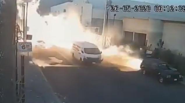 Cámara de vigilancia capta explosión de una pipa de gas en Coacalco, Estado de México