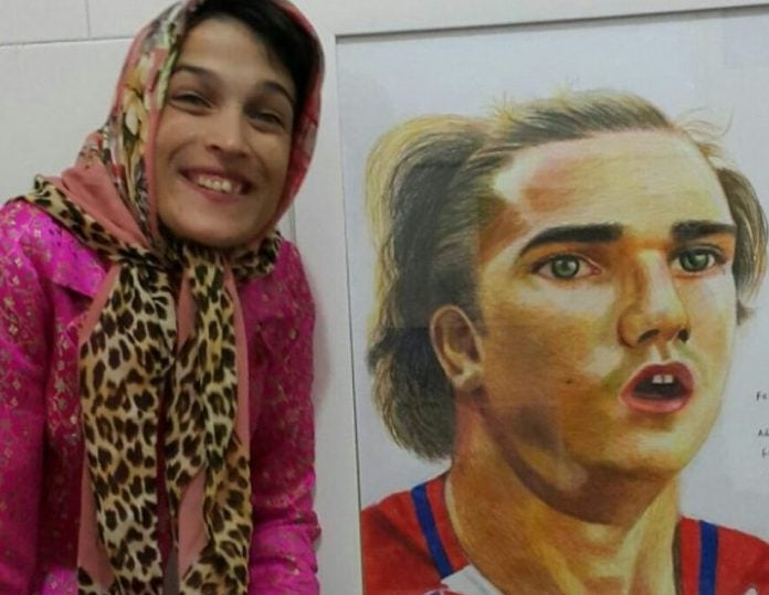 Fateme Hamami: La artista iraní que plasma retratos de futbolistas y más con los pies