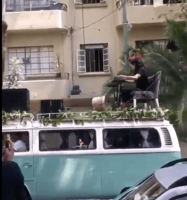 Flor Amargo dio un concierto por las calles de la CDMX y las reacciones se dejaron venir