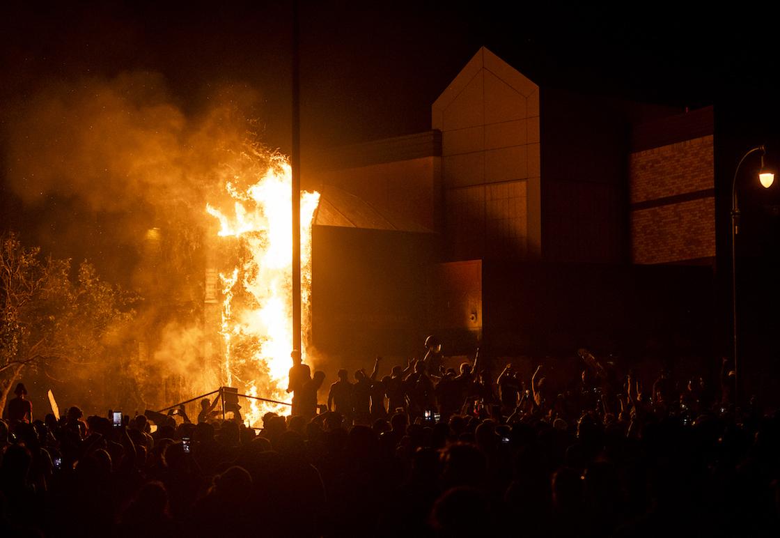fotos-videos-imagenes-estacion-policia-minneapolis-protestas-george-floyd-01