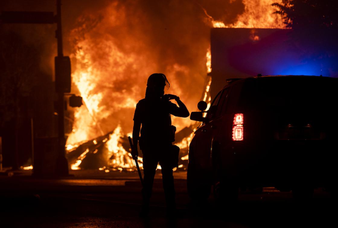 fotos-videos-imagenes-estacion-policia-minneapolis-protestas-george-floyd-02