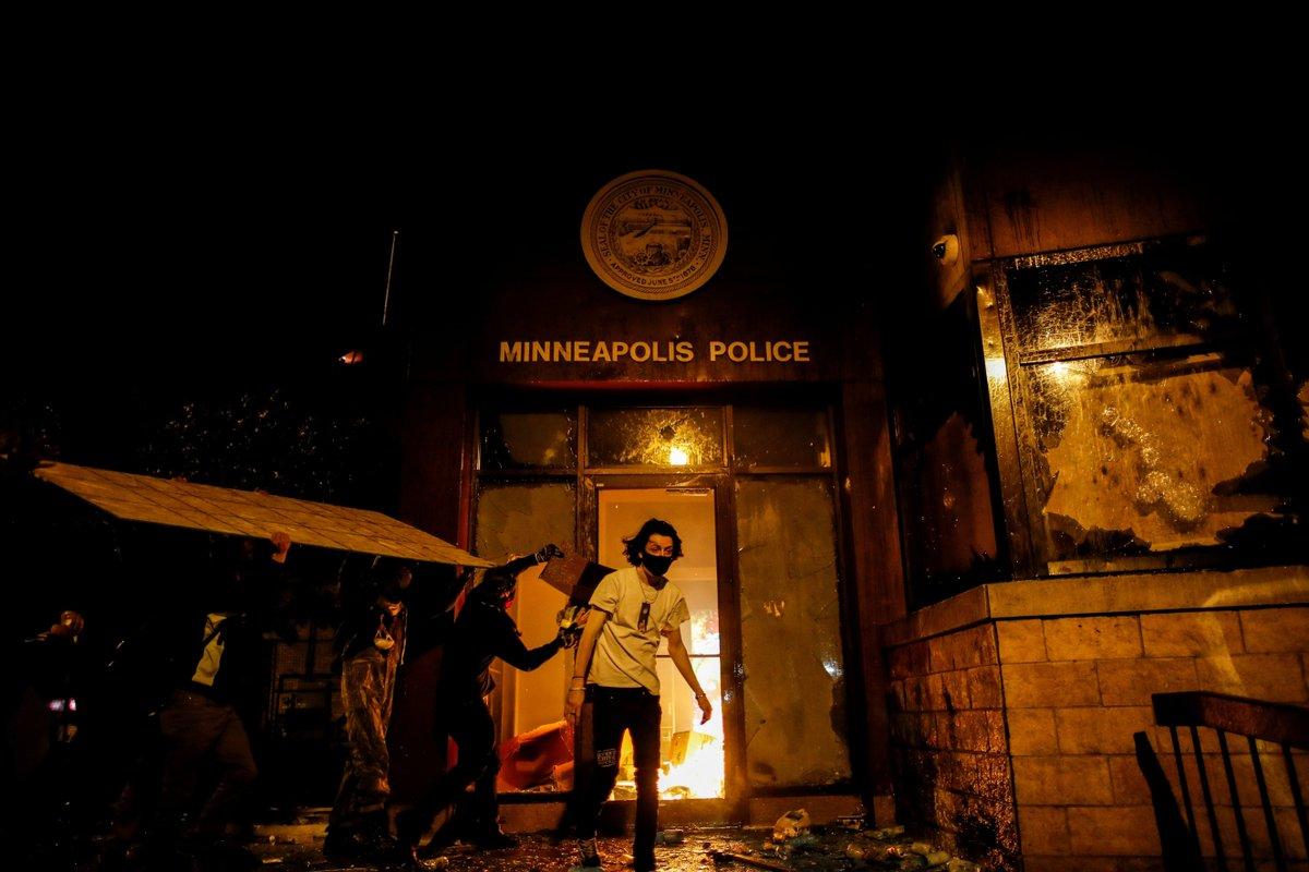 fotos-videos-imagenes-estacion-policia-minneapolis-protestas-george-floyd-05