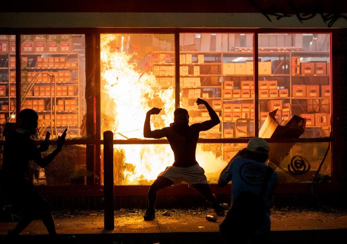 fotos-videos-imagenes-estacion-policia-minneapolis-protestas-george-floyd-06