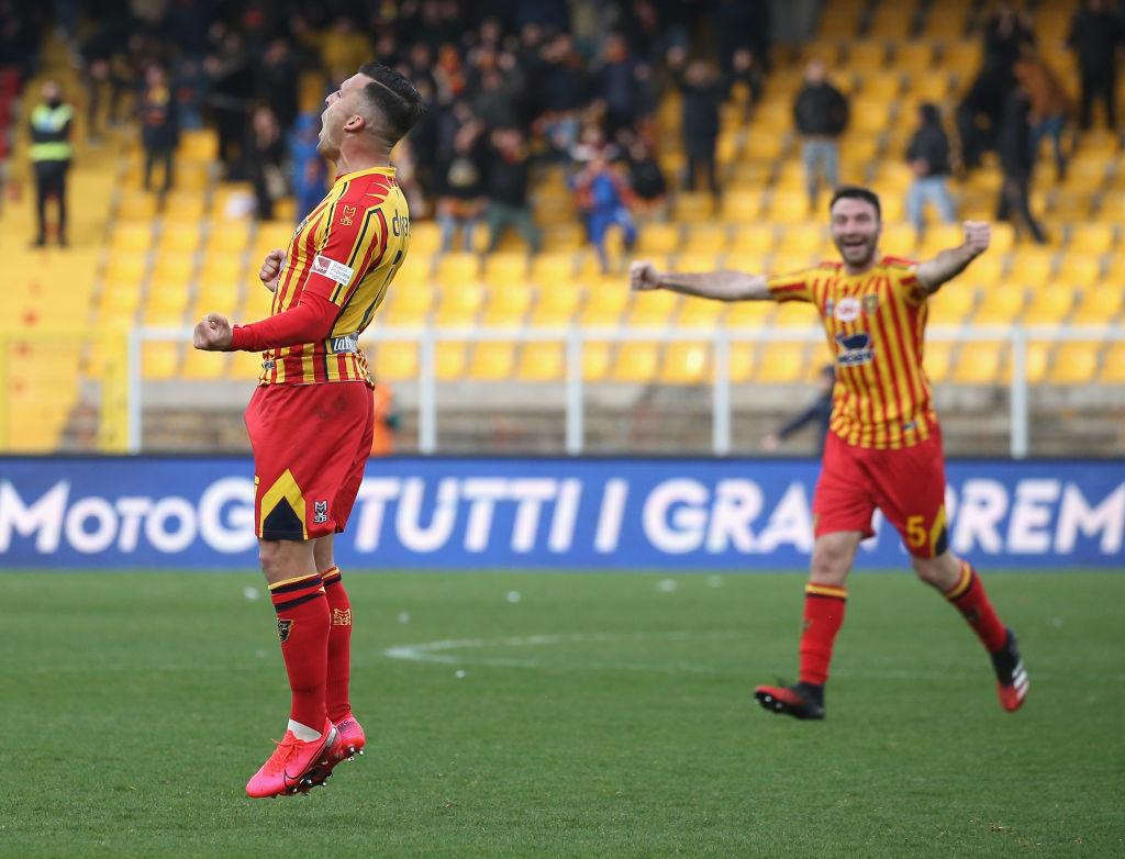Lecce pagará el sueldo de marzo a jugadores sólo si evitan el descenso