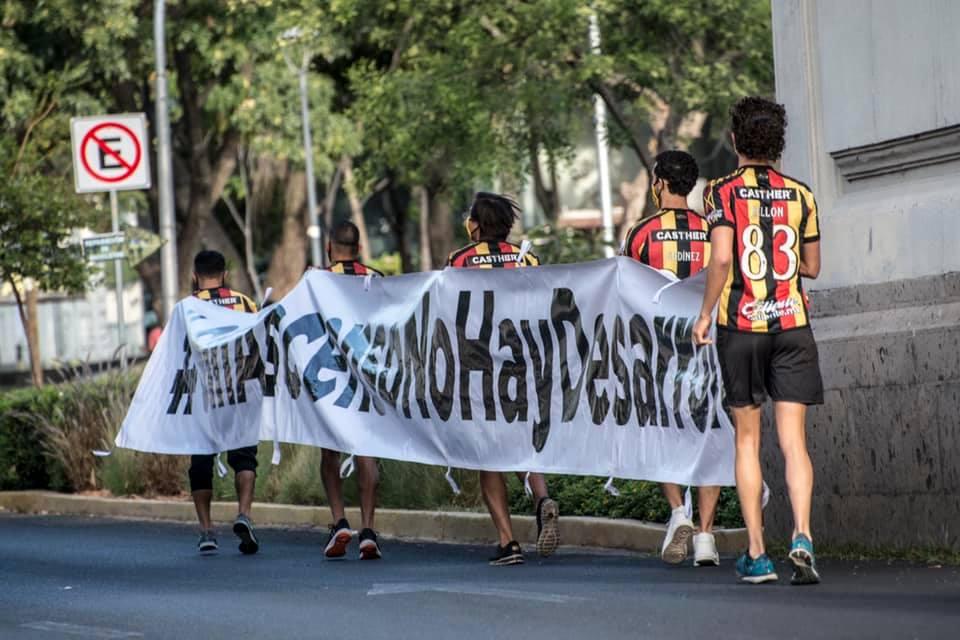 Jugadores de Leones Negros se manifiesta en las calles por desaparición del ascenso