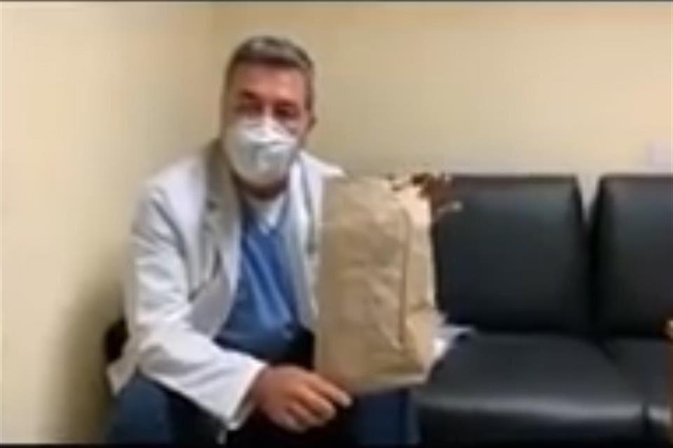 """""""Es una mentada de madre lo que nos hacen"""": Médico del IMSS denuncia equipo de protección de mala calidad"""