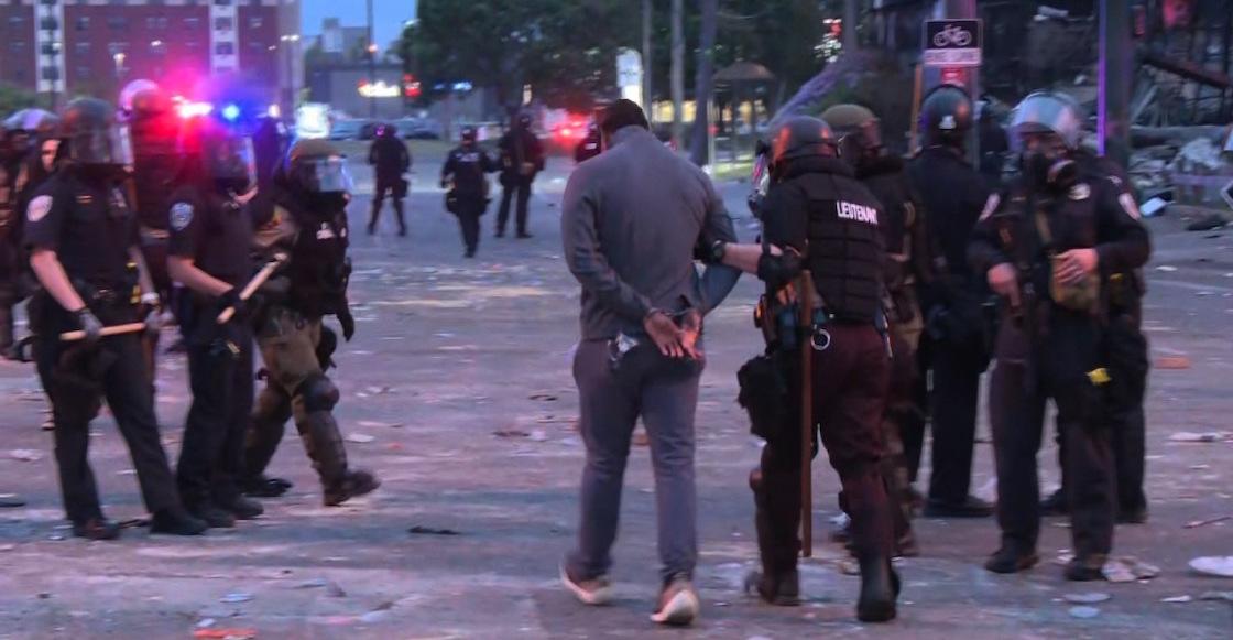 minneapolis-protestas-arresto-cnn-vivo-transmitio-omar-jimenez-video-manifestacion-01