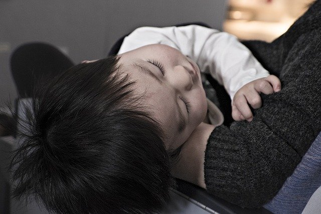 niño-dormido-enfermo-sintomas-covid-19