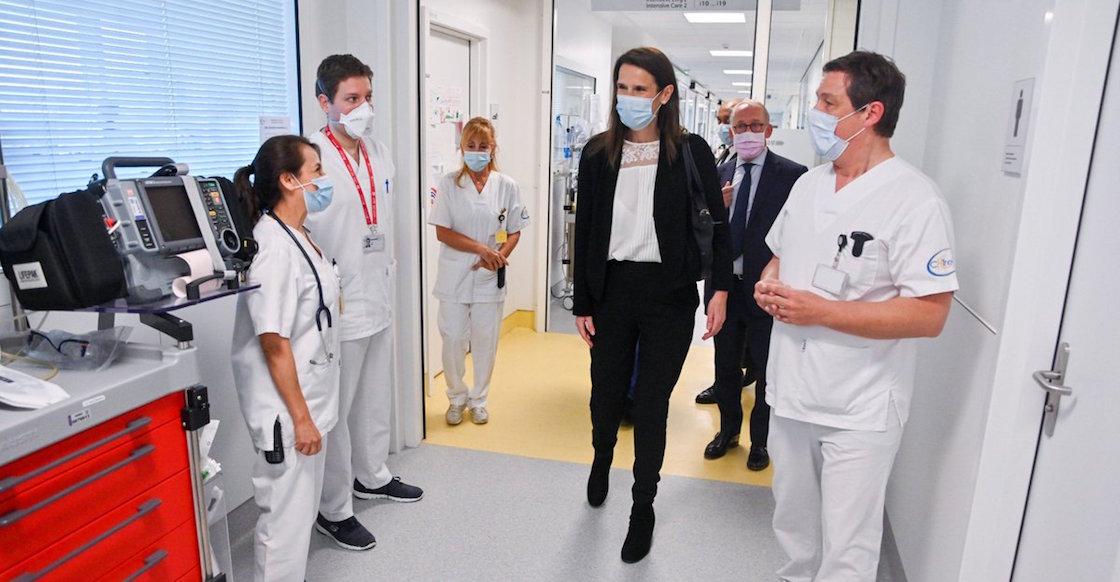 protesta-belgica-medicos-doctores-primer-ministo-video-espalda-coche-hospital-01