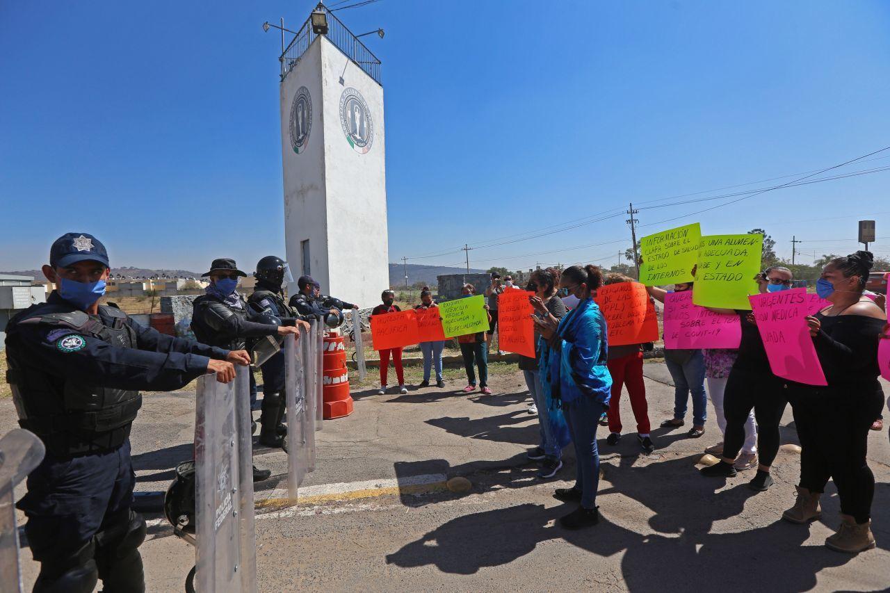 protesta-familiares-puente-grande