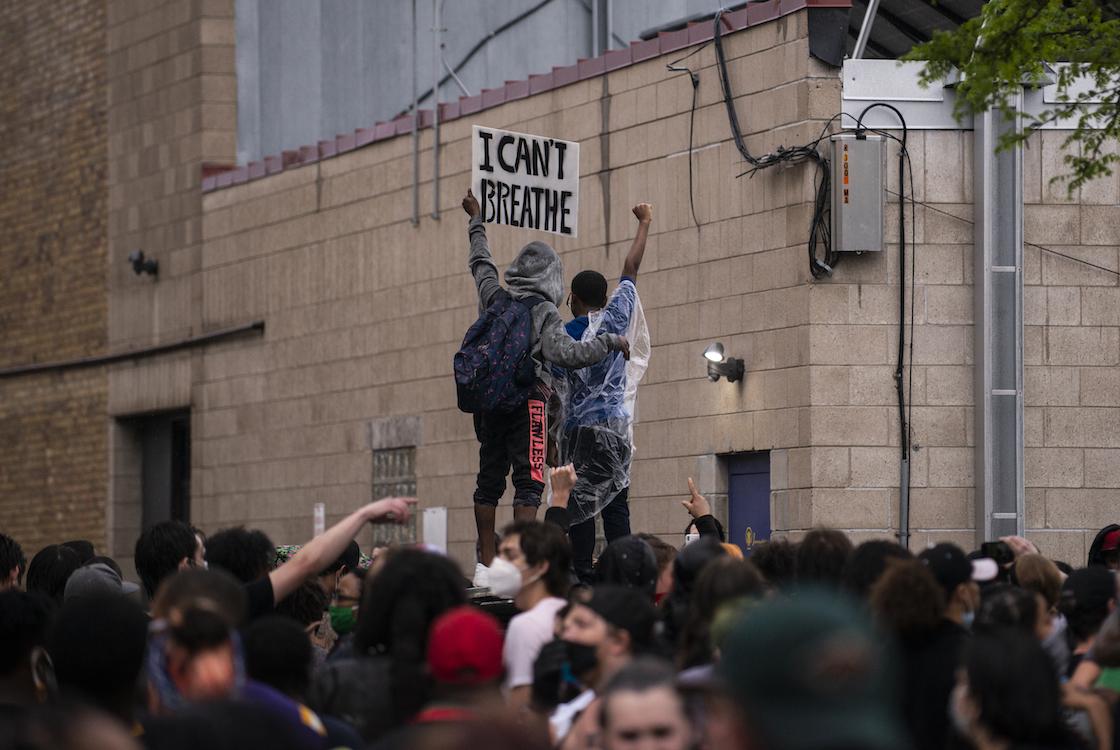 violencia-policia-racismo-estados-unidos-george-floyd-rodilla-nuca-video-viral-protestas-02