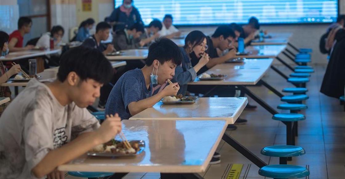 wuhan-china-clases-regreso-estudiantes-escuela-coronavirus-covid-pandemia-como-fotos-video-05