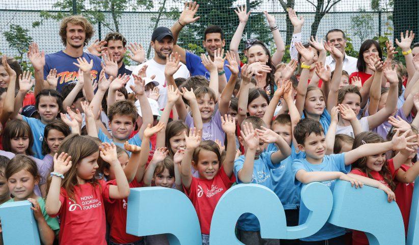 Ningún distanciamiento social. Fotos del Adria Tour publicadas en la página de Novak Djokovic