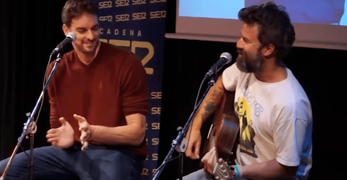 El día que Pau Gasol y Pau Donés cantaron juntos 'La Flaca'