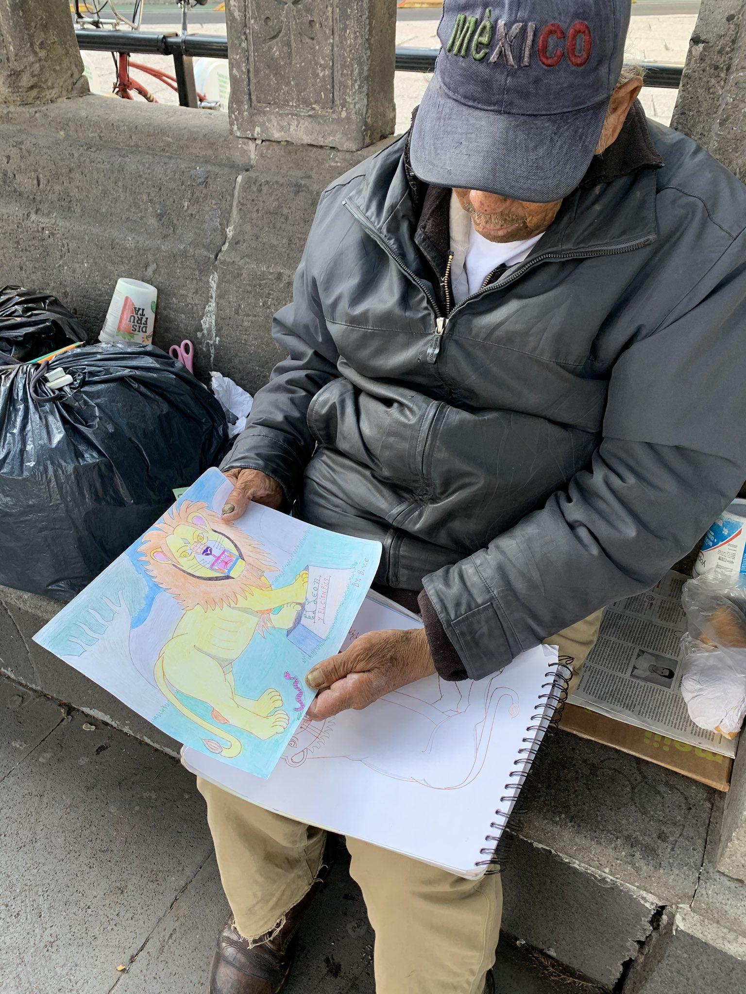 Abuelito hace dibujos en las calles de CDMX para ganarse la vida en plena pandemia