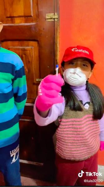 ¡Joya! Vean el TikTok de unos niños imitando una escena de 'Alerta Aeropuerto'