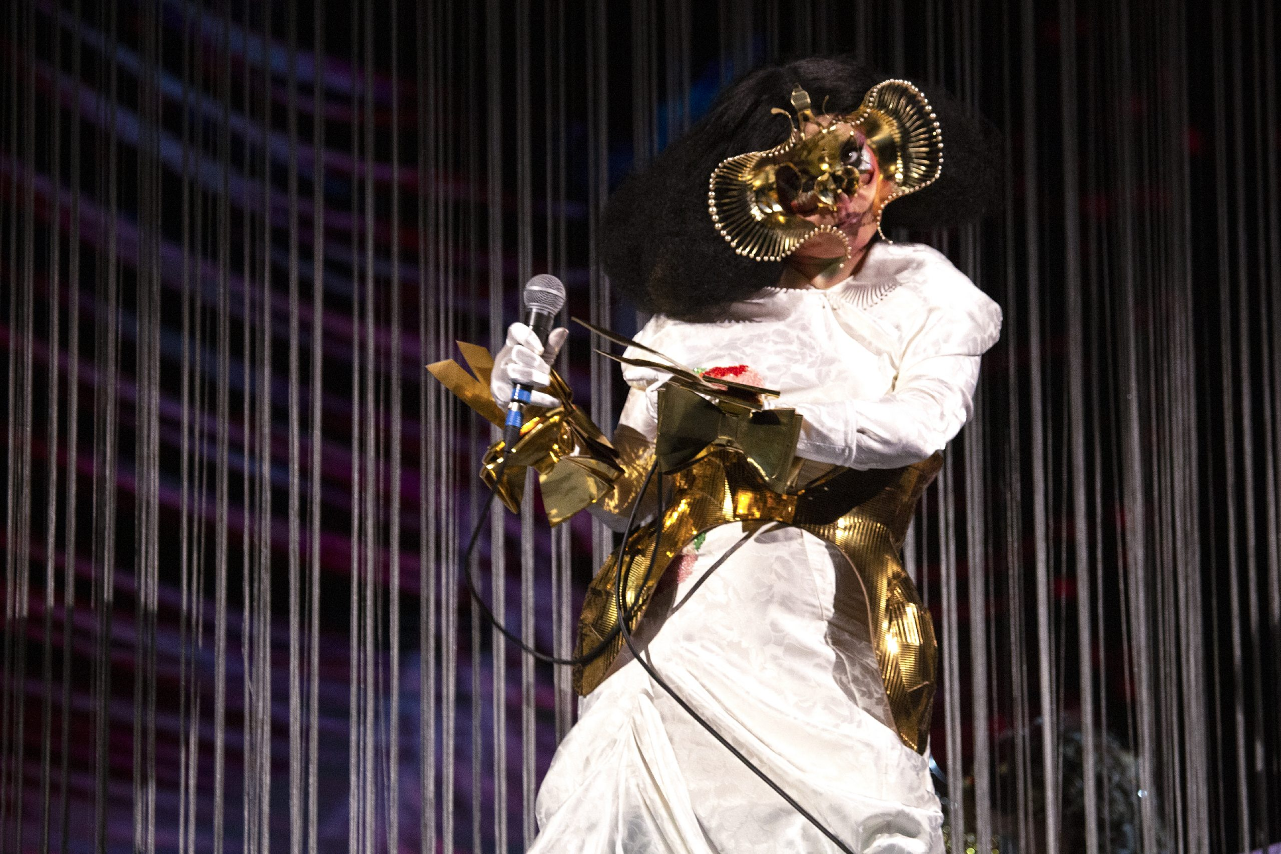 Björk will return to the stage giving three concerts with a live audience!