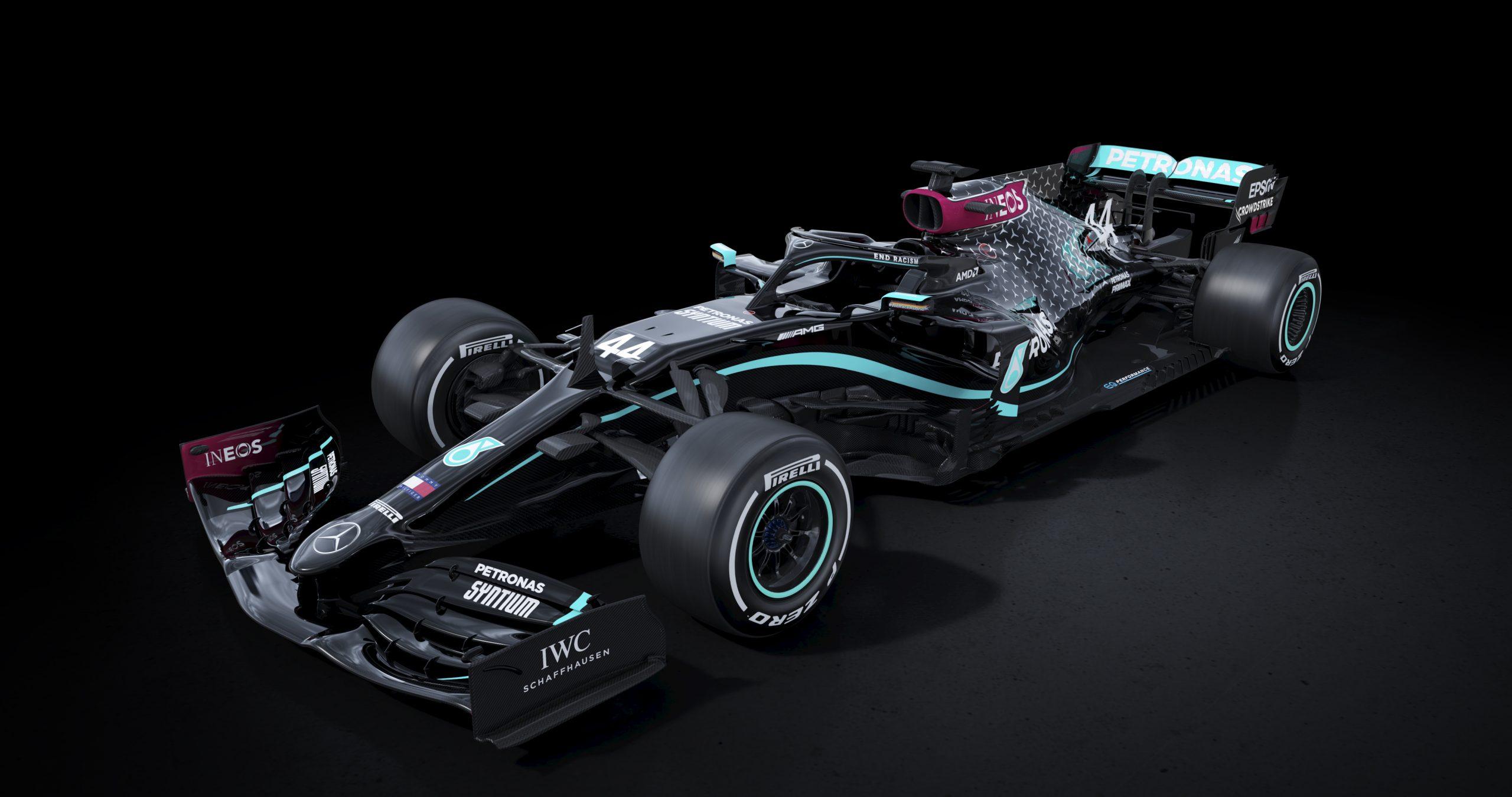 ¡Bravo! Mercedes pintó de negro sus monoplazas para combatir el racismo