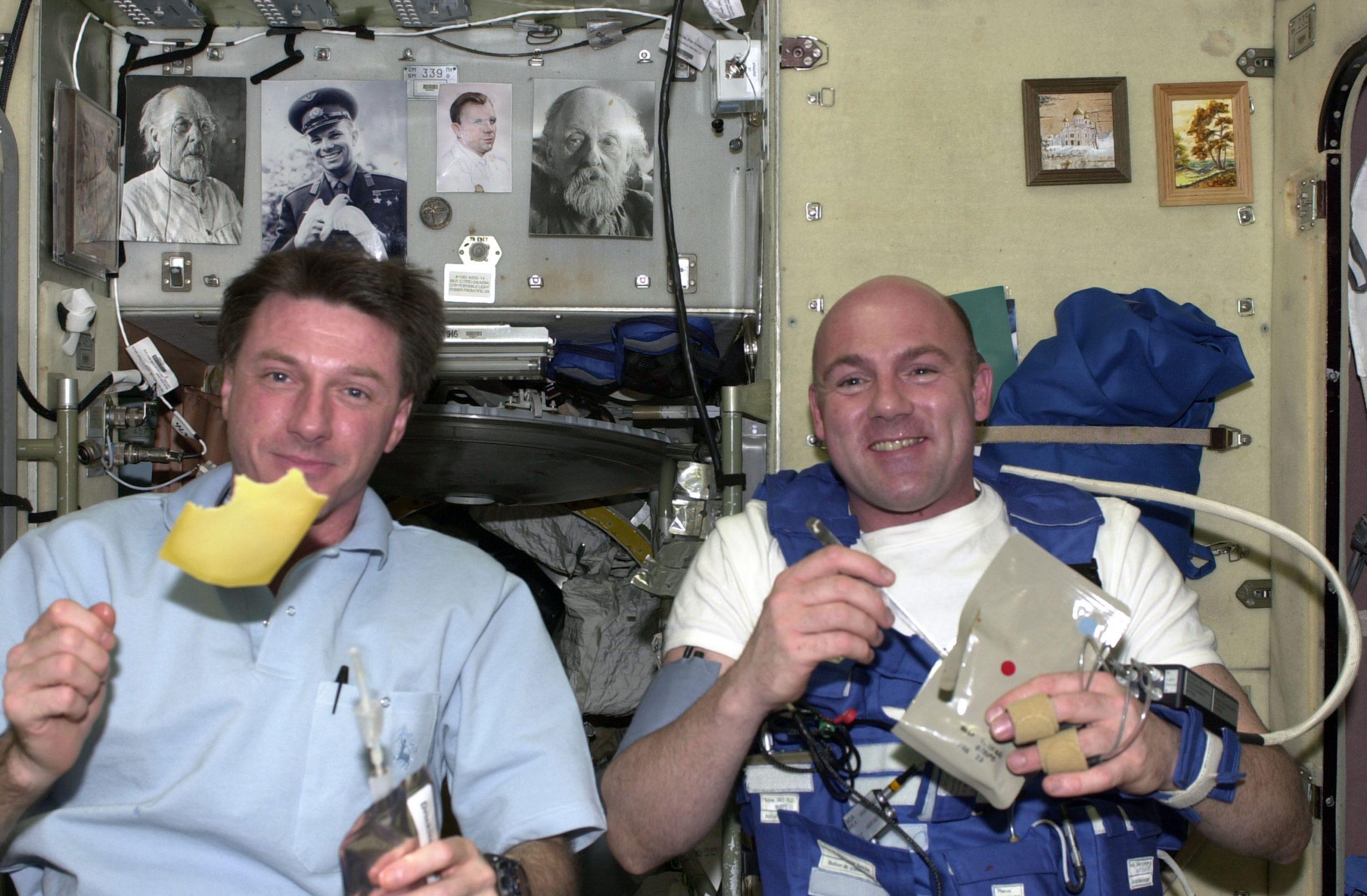 ¡De otro planeta! Así es como van al baño los astronautas de la Estación Espacial Internacional